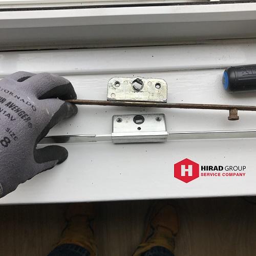 تعویض یراق الات در تعمیر پنجره دوجداره